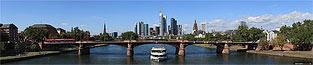 Skyline Frankfurt von der Flößerbrücke