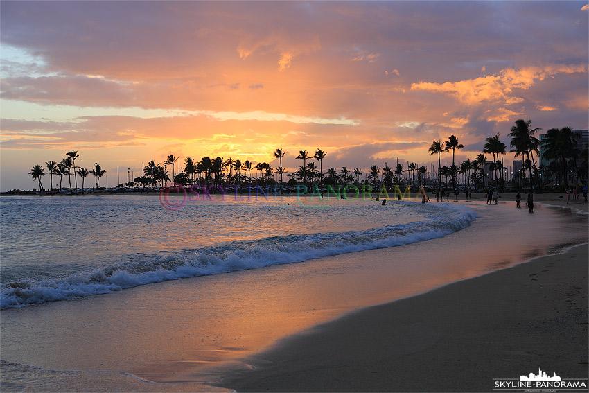 sonnenuntergang mit Palmen Hawaii