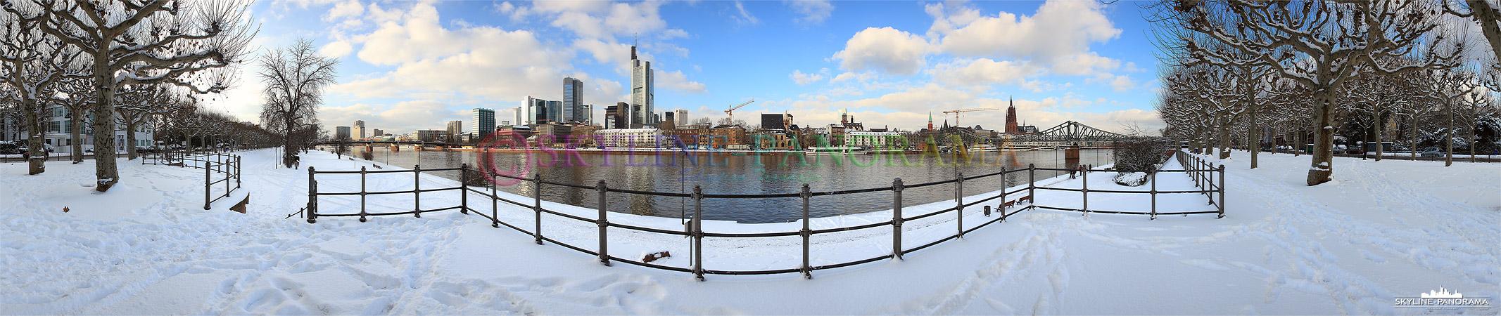 Frankfurter Skyline verschneit
