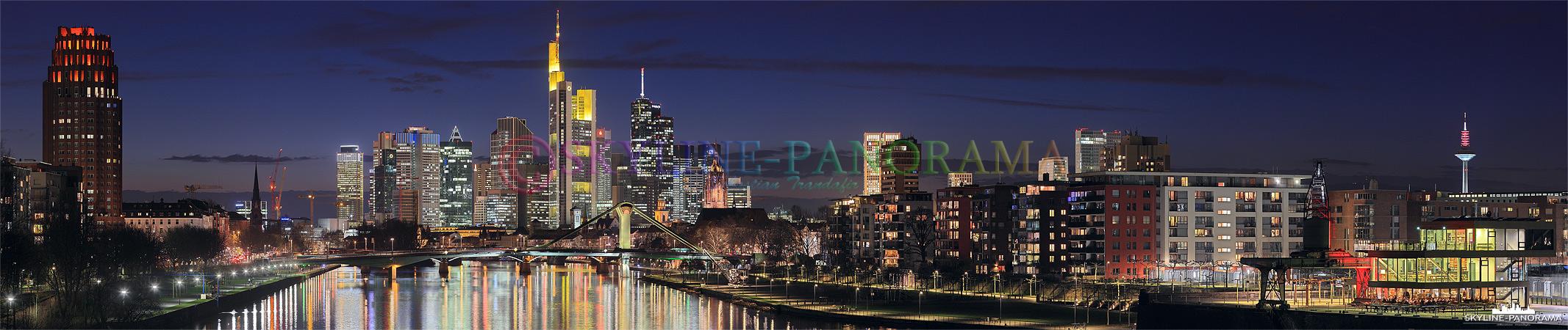 Skyline Frankfurt zur Nacht