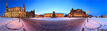 Dresden Theaterplatz mit Semperoper im Winter