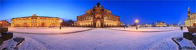 Semperoper im Winter