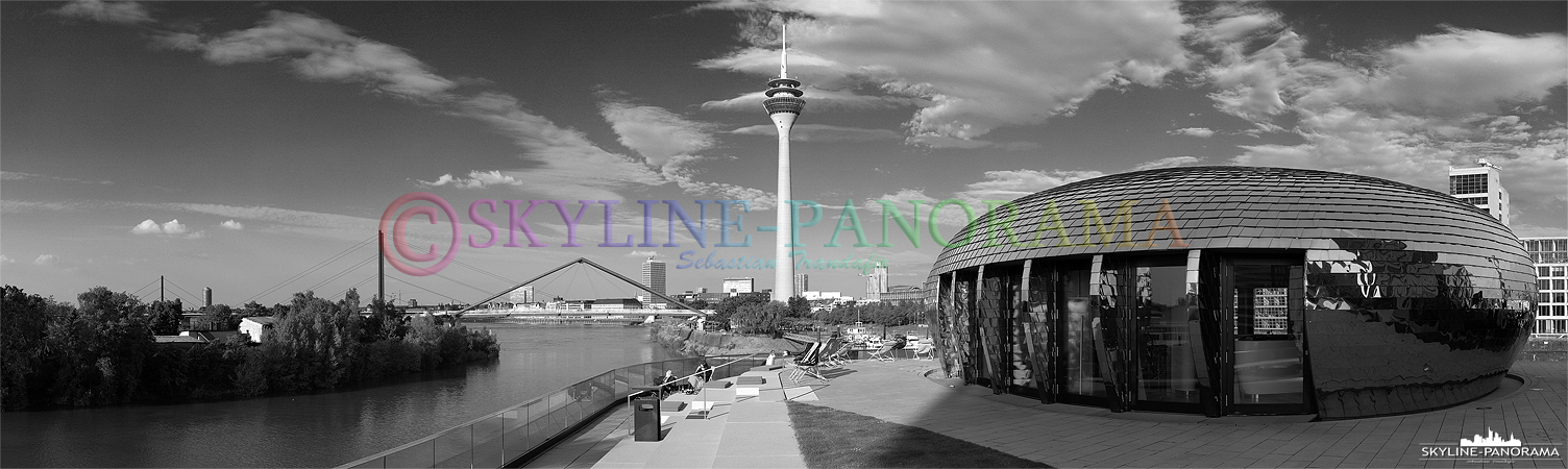 Düsseldorf Panorama in Schwarz Weiß