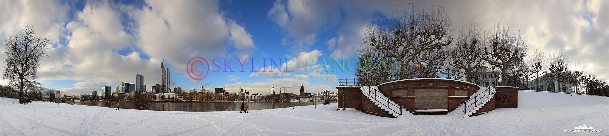 Frankfurt im Schnee, das verschneite Mainufer zwischen der Untermainbrücke und dem Eisernen Steg im Dezember 2010.