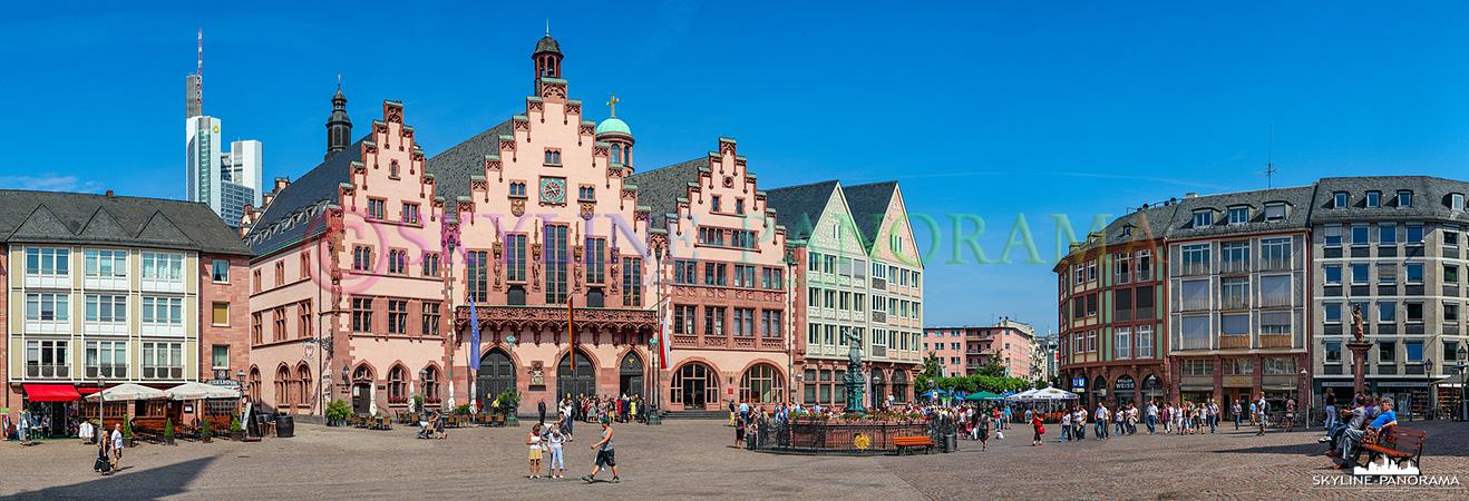 Bilder Frankfurt - Der Römerberg ist das Zentrum der historischen Frankfurter Altstadt, hier steht das Frankfurter Rathaus Römer, der Gerechtigkeitsbrunnen und die bekannten Fachwerkhäuser.
