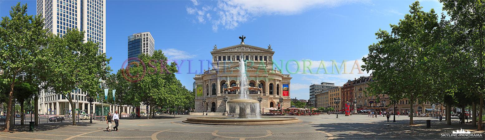 Frankfurt Bilder am Tag – Panorama der historischen Alten Oper mit dem Lucae Brunnen auf dem Opernplatz in Frankfurt am Main.
