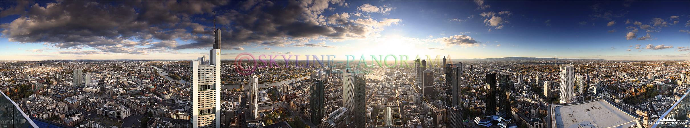 Ein 360 Grad Panorama mit dem Ausblick vom Maintower auf die Frankfurter City, zu sehen ist die komplette Stadtansicht im Herbst 2011 bei Tag. Eine solche Fernsicht, die schönen Wolken und die wunderbare Färbung der herbstlichen Vegetation kann man nur selten auf Deutschlands höchster Aussichtsterrasse erleben.