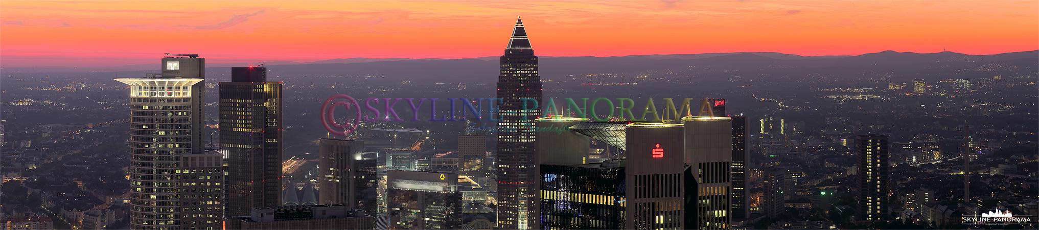 Dieses Panorama zeigt einen engen Ausschnitt der Skyline von Frankfurt am Main.