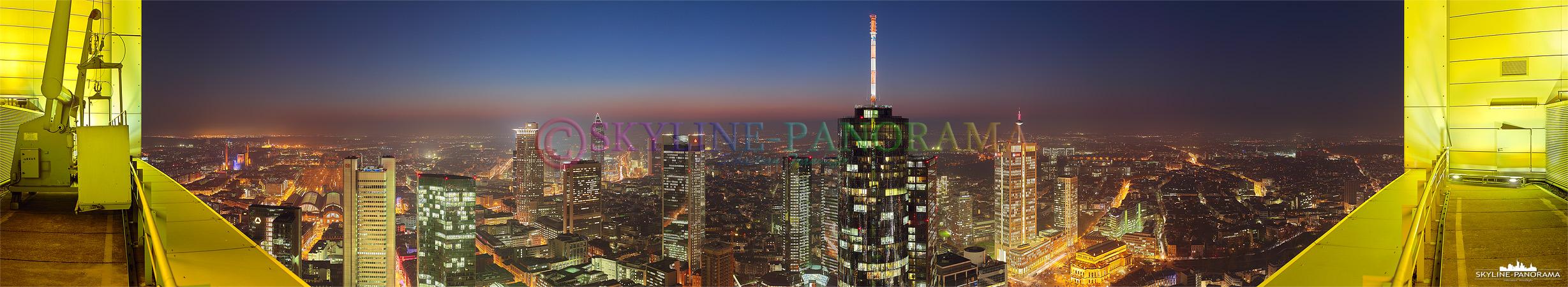 Panorama Frankfurt - Skyline Aussicht vom Hochhaus der Commerzbank Frankfurt.