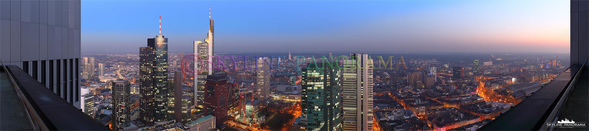 Skyline Bilder - Panorama vom Trianon Hochhaus aus in das Bankenviertel von Frankfurt am Main, die Aufnahme zeigt den abendlichen Blick Richtung Süden.
