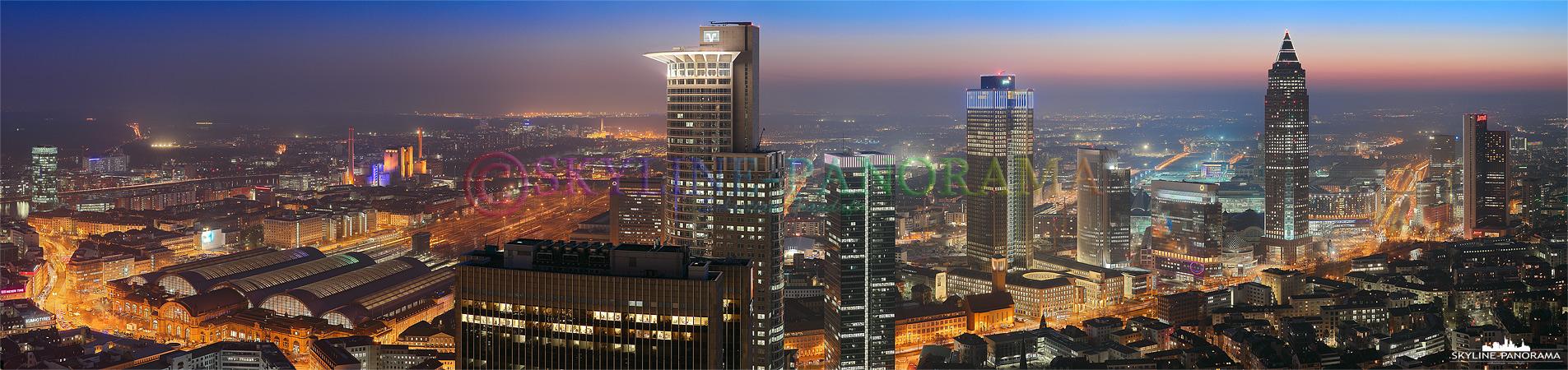 Skyline Bilder - Die Bankenmetropole Frankfurt vom Trianon Tower aus gesehen, das Panorama zeigt den Blick in Richtung Hauptbahnhof, Frankfurter Messe und Westend.