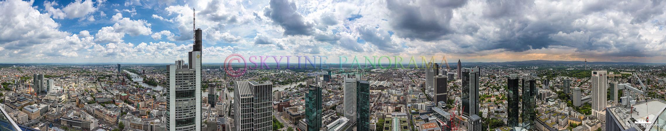 Eine Rundschau auf Frankfurt am Main gesehen von der Besucherplattform des Maintowers.