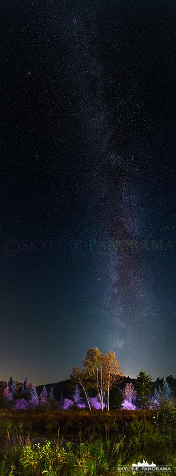 Milky Way Panorama in vertikal, entstanden ist die Aufnahme in einer klaren, mondlosen Nacht im Nordosten Kanadas.
