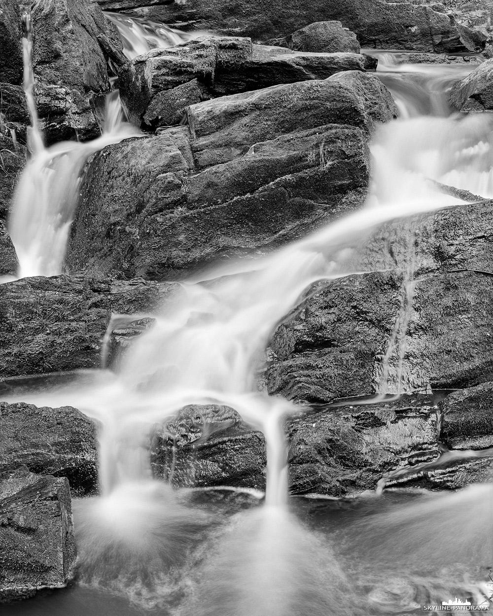 """4x5"""" Grossformat - Wasserfall im Selketal bei Alexisbad Harz. Hierbei handelt es sich um eine Schwarz-Weiß Aufnahme im 4x5"""" Grossformat auf Ilford Delta 100."""