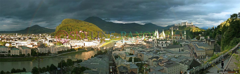 Panorama Bild vom Mönchsberg aus in die Altstadt von Salzburg.