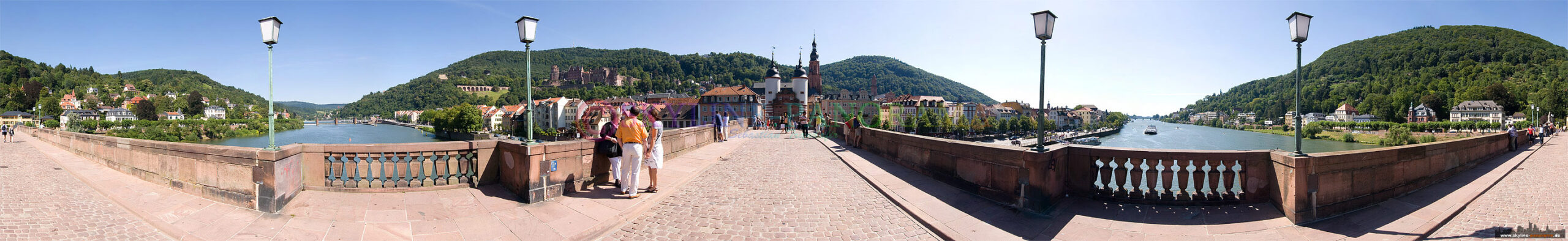 """Bilder aus Heidelberg - 360° Panorama von der Karl-Theodor-Brücke in Heidelberg, sie ist besser bekannt als """"Alte Brücke"""", am Ende ist das bekannte und historische Brückentor zu sehen."""