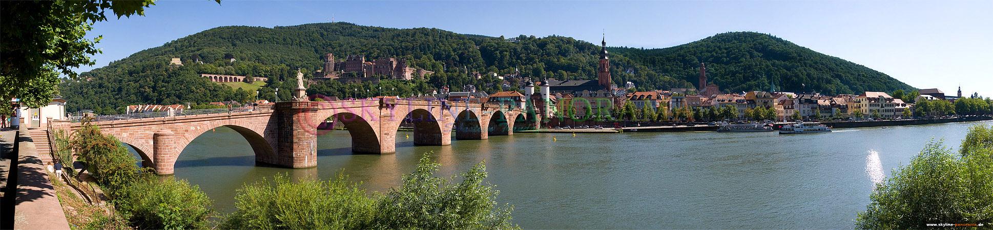 Bilder der Altstadt - Stadtansicht von Heidelberg mit der Alten Brücke (Karl-Theodor-Brücke) am Tag.