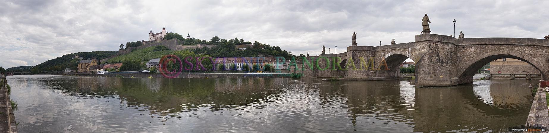 Panorama Bild - Würzburg am Mainufer mit der Marienfestung Würzburg und der Alten Mainbrücke.