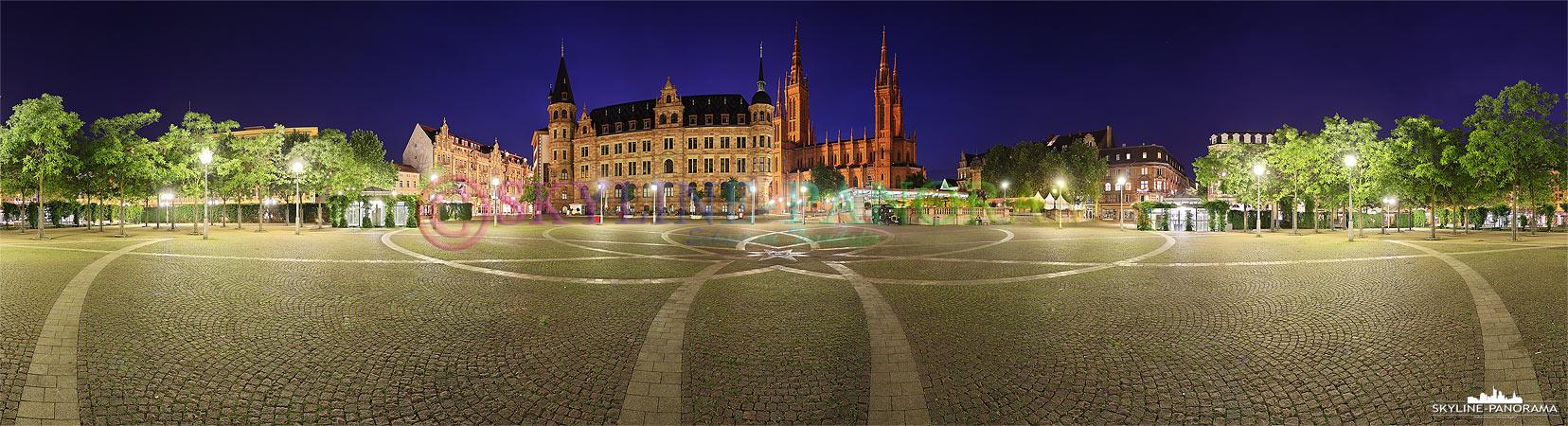 Bilder von Wiesbaden - Der Wiesbadener Marktplatz mit der Marktkirche & dem Rathaus als Panorama zur Blauen Stunde.