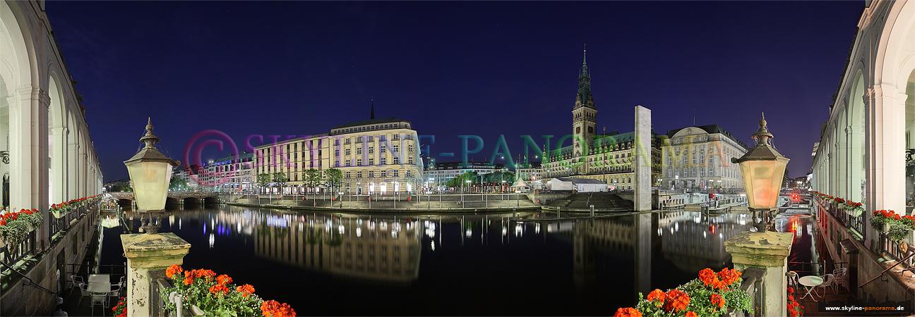 Bilder aus Hamburg - Blick aus den Alsterarkaden mit dem Hamburger Rathaus.