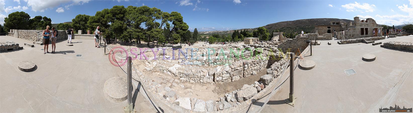 Ausgrabungsstätte Knossos - Mauerreste und wiederaufgebaute Fundamente des Palastes der Minoer auf Kreta.