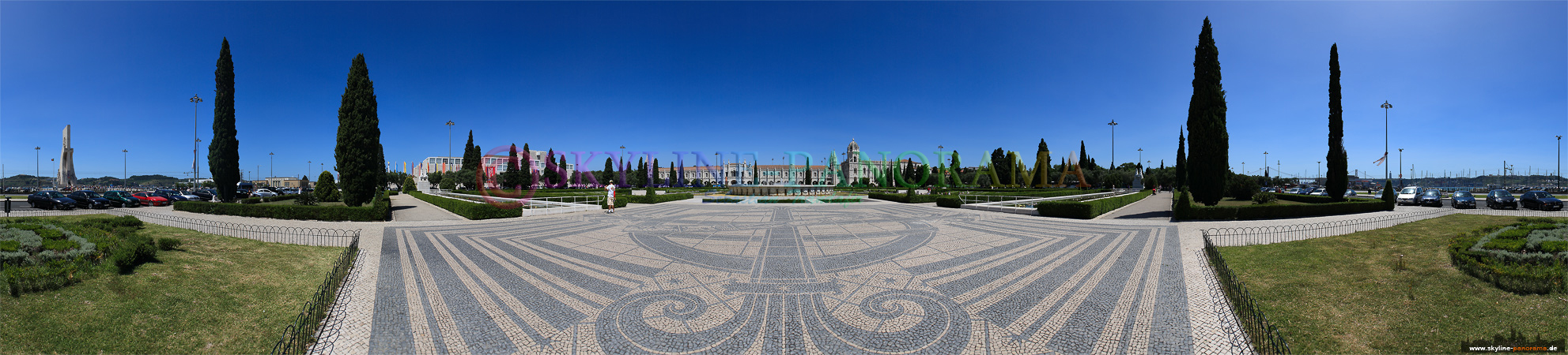 Portugal Bilder Lissabon - Der Praça do Império mit dem Kloster des Jerónimos im Hintergrund.