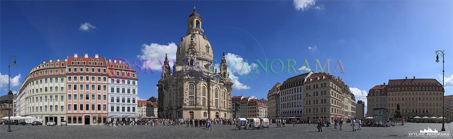 Bilder aus Dresden - Das Dresdner Neumarkt Panorama mit der Frauenkirche am Tag.