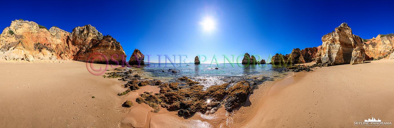 Portugal Bilder Lagos Panorama - Der wunderschön in einer Bucht gelegene Strand Praia de Camilo bei Lagos an der Algarve von Portugal.