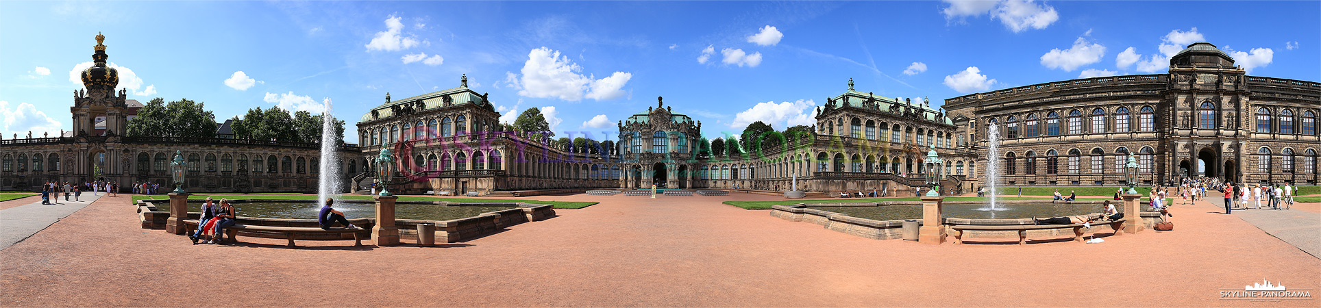 Der Zwinger gehört zu den meist besuchten Sehenswürdigkeiten von Dresden, dieses Bild zeigt des Kronentor, den Wallpavillon im Zentrum, zwei der vier Innenhofbrunnen sowie die Rüstkammer am rechen Bildrand.