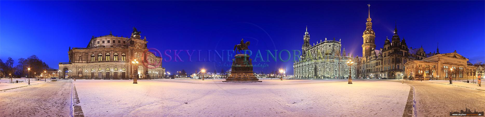 Winterbilder Dresden - Der verschneite Theaterplatz mit der bekannten Semperoper, der Hofkirche, dem Hausmannsturm und dem Reiterstandbild König Johanns. Dieses Panorama entstand zur Dämmerung, in der so genannten Blauen Stunde, bei eisigen Temperaturen.