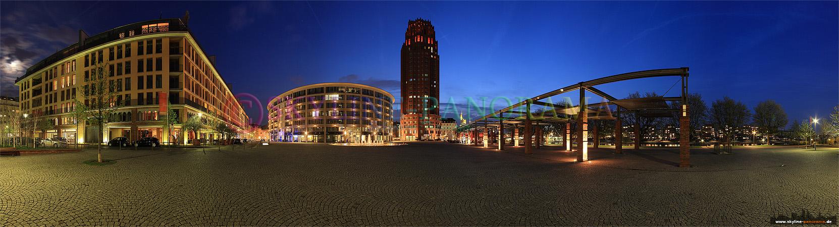Panorama Frankfurt - Das Frankfurter Main Plaza auf dem Walter von Cronberg Platz in der Nähe des Deutschherrnufers zur Dämmerung.