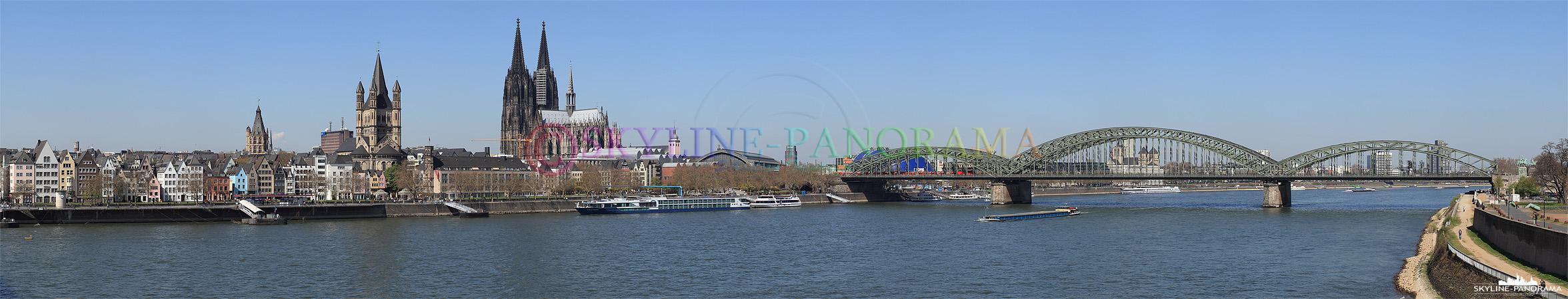 Skylineblick von der Deutzer Brücke auf den Kölner Dom und Hohenzollernbrücke