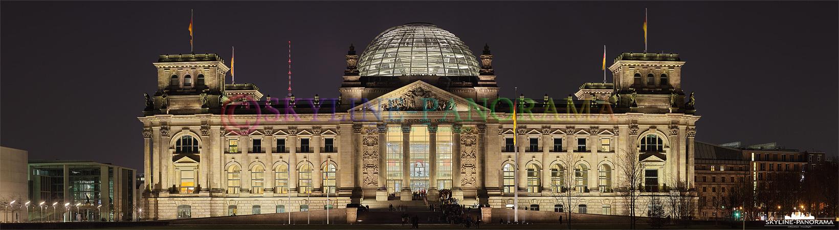 Bilder Berlin - Der Reichstag gehört neben dem Brandenburger Tor zu den bekanntesten Wahrzeichen Berlins, hier zu sehen im Panoramaformat.