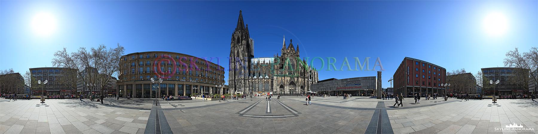 Köln Bilder - Panorama der Domplatte mit dem Kölner Dom im Zentrum.