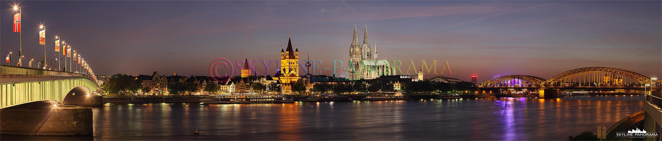 Kölner Skyline Panorama nach dem Sonnenuntergang im Abendrot.