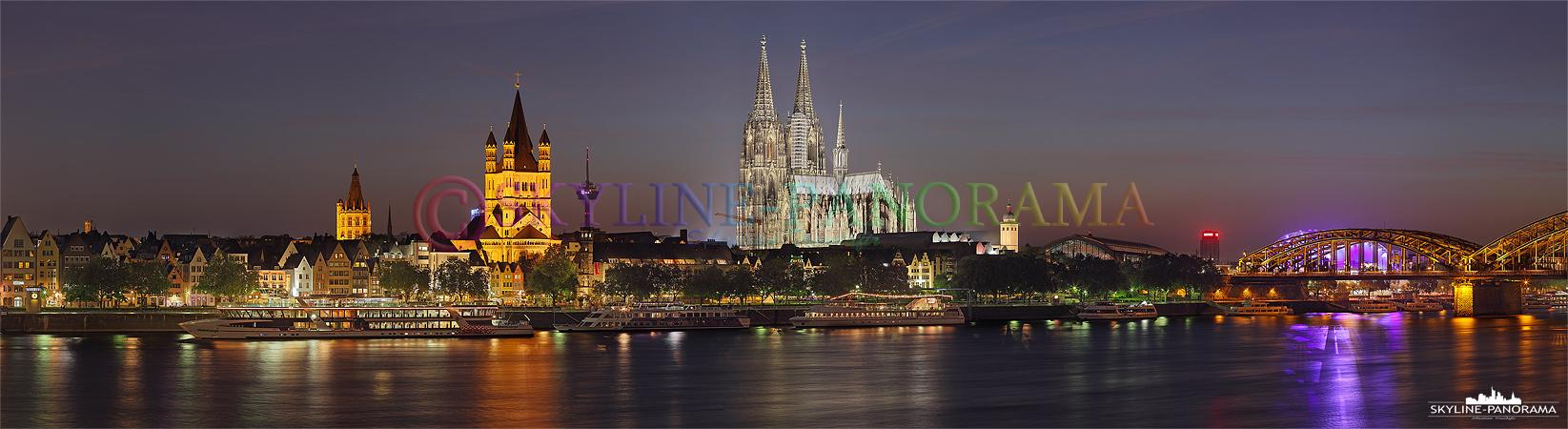 Panorama Bilder Köln - Die Skyline Kölns nach dem Sonnenuntergang mit dem Kölner Dom im Zentrum.