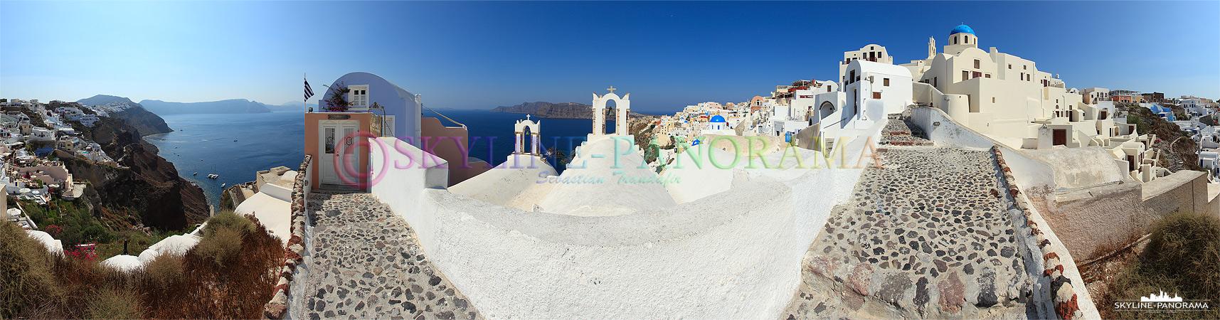 Bilder der Insel Santorini in Griechenland - Oia bietet unzählige malerische Perspektiven, die sich wunderbar für das Panoramaformat eignen.