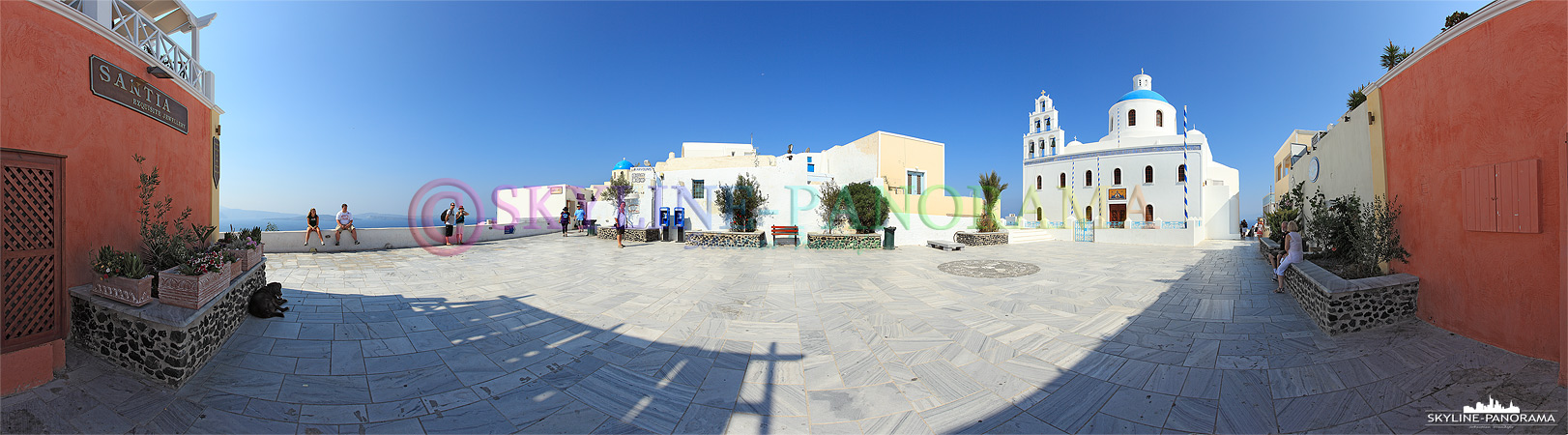Oia Panorama - Die Kirche Panagia ist die Hauptkirche von Oia und direkt an der Platia, unweit des Kraterrandweges gelegen.