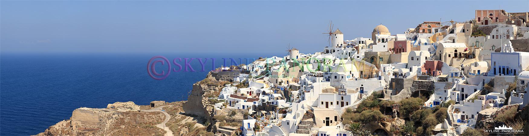 Bilder Griechenland - Die Ansicht auf Oia´s weltberühmte Windmühlen, zugleich als Wahrzeichen des Dorfes bekannt, hier vom Lóntza-Kastell aus gesehen.