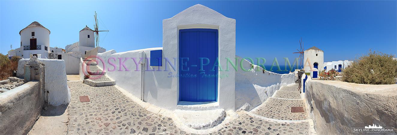 Griechenland Bilder aus Santorini - Die typischen Farben von Griechenland, Weiss/ Blau wohin man schaut, hier als Panorama hinter den Windmühlen von Oia.