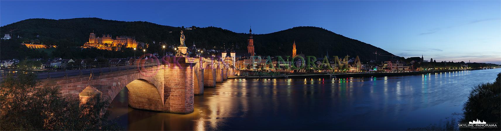 Bild Stadtansicht - Panorama Bild der Heidelberger Altstadt, dem Schloss und der Alten Brücke mit dem historischen Brückentor.
