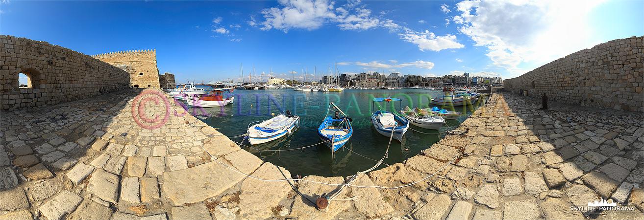 Panorama Bild aus dem venizianischen Hafen von Heraklion, links ist ein Teil der historischen Fortezza zu sehen.