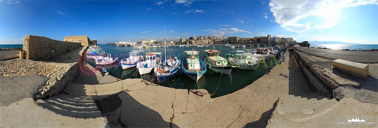 Fischerboote im venezianischen Hafen von Heraklion, links ist die historische Fortezza der Inselhauptstadt zu sehen.