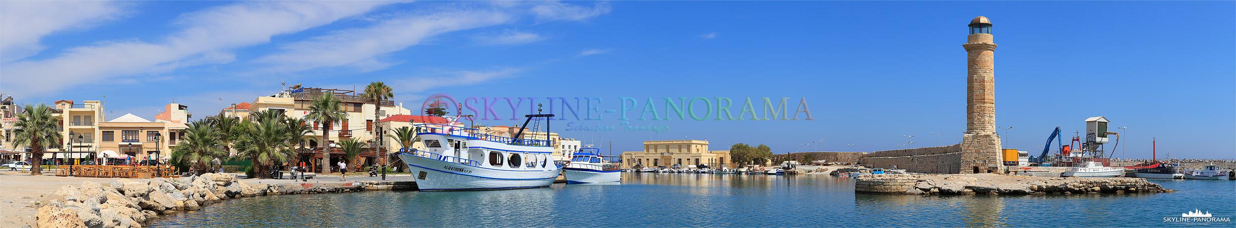 Der historische Leuchtturm im venizianischen Hafen von Rethymnon.