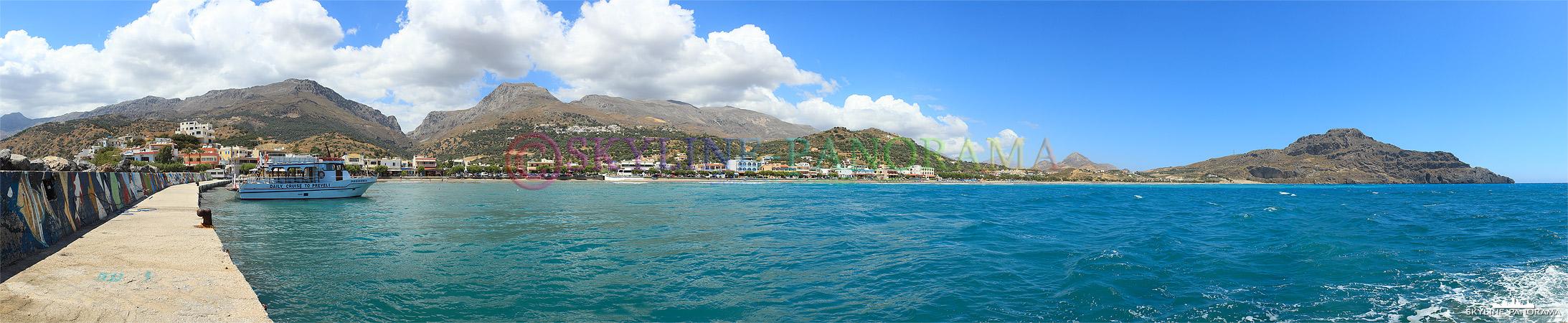 Der kleine Ort Plakias ist an der Südküste Kretas gelegen, es gibt zahlreiche Cafes und Restaurats entlang der Strandstraße.