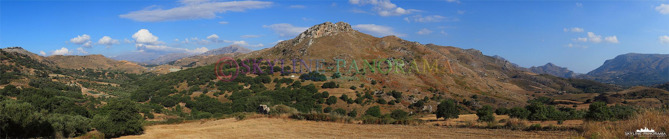Das Landesinnere von Kreta ist von zahlreichen Hügeln und Berghängen durchzogen, dieses Panorama ist auf der Fahrt von Rethymnon nach Agia Galini entstanden.