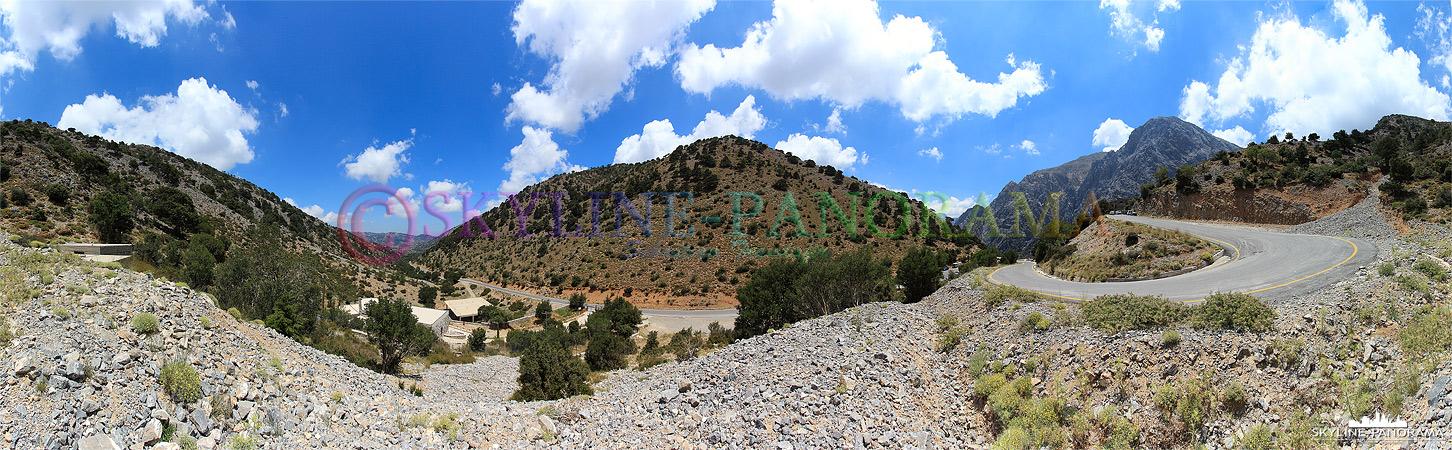 """Kurz vor dem Einstieg in die Samaria Schlucht, am Ende der Omalos Hochebene zwischen Chania und Agia Roumeli. Es handelt sich hierbei um die """"Weißen Berge"""" ..."""
