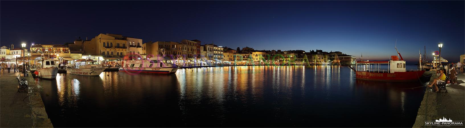 Griechenlands Inseln - Ein abendliches Panorama Bild aus dem venezianischen Hafen von der im Westen Kretas gelegenen Stadt Chania.