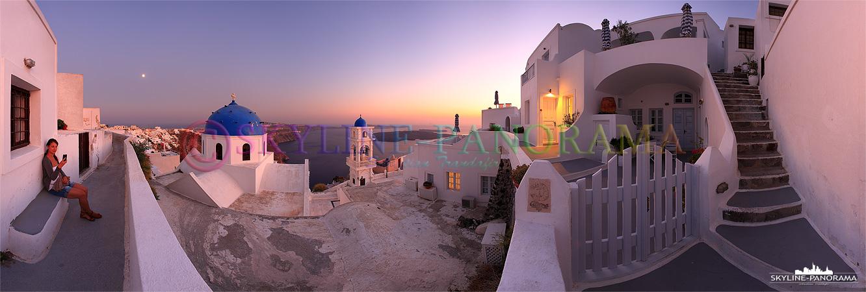 Sonnenuntergang Imerovigli - Dieses Panorama zeigt den Blick in die Caldera von Imerovigli aus zum Sonnenuntergang. Der Ort ist ein Stadtteil der von Fira