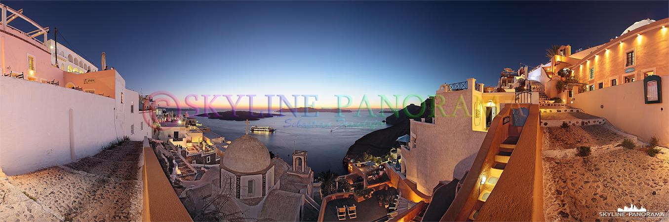 Auch von Fira hat man einen schönen Blick auf den Sonnenuntergang von Santorini. Dieses Panorama zeigt den abendlichen Ausblick von Fira in Richtung der Caldera